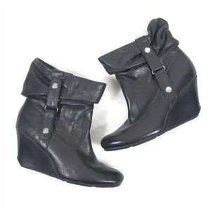 Kenneth Cole Black Scrunch Wedge Bootie Sz 7.5